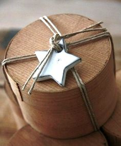 ✂ That's a Wrap ✂ diy ideas for gift packaging and wrapped presents - primitive star