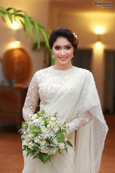 White Saree Wedding, Sari Wedding Dresses, Bridal Sari, Modest Wedding Gowns, Elegant Wedding Gowns, Wedding Dress Sleeves, White Bridal, Bridal Dresses, Wedding Sarees