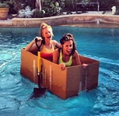 because bestfriends like to float in cardboard together :p
