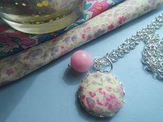 *Pink* Stoffknopf Kette mit Blumen und Rosa Perle von Happy Lilly auf DaWanda.com