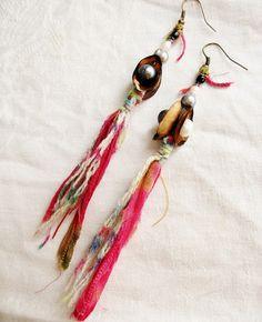 Boucles d'oreilles perles d'eau douce bohèmes ethniques Hippie chic  perles d'eau douce et coques de pistaches by patynett