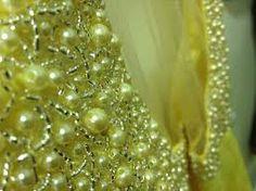 Resultado de imagem para vestidos bordado de pedraria  em amarelo e dourado