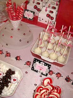 Hello Kitty sweets and cakepops