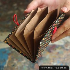 Concertina wallet for storing cards, documents .- Concertina wallet for storing cards, documents and love letters ♥ www …, Envelope Book, Cool Paper Crafts, Cardboard Crafts, Handmade Notebook, Handmade Books, Diy Bow, Diy Ribbon, Diy Scrapbook, Recycled Crafts