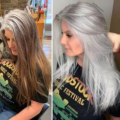 Stylist shows gorgeousness of grey hair instead of covering it up Long Gray Hair, Blue Hair, Lilac Hair, Pastel Hair, Green Hair, Grey Hair Transformation, Gray Hair Highlights, Blonder Bob, Natural Hair Styles