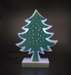 ARVORE DE NATAL -  Lindo enfeite de Natal em MDF iluminado por LED. Adaptador BIVOLT incluído.