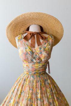 Xtabay Vintage Clothing Boutique - Portland, Oregon: Dress Archive, May 2019 Through June 2019 Vintage Summer Dresses, Vintage Outfits, Retro Vintage Dresses, Mega Fashion, Punk Fashion, Lolita Fashion, Boho Fashion, Fashion Dresses, Fashion Tips