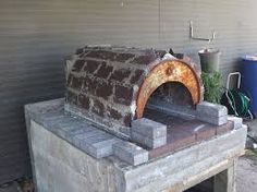 Hi Everyone, First off I& basing my Pizza Oven on Minesamojito& oven. All credit to him! Found his website and loved the idea of re-using and recycling materials to make the oven and hopefully Diy Pizza Oven, Pizza Oven Outdoor, Outdoor Cooking, Pizza Ovens, Water Pail, Four A Pizza, Steel Drum, Wood Fired Oven, Stove Oven