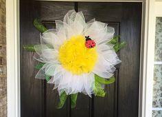 Daisy mesh wreath Flower mesh wreath Spring by ShellysChicDesigns