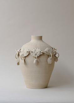 Shopping : nuances sable | MilK decoration Contemporary Artwork, Ceramic Vase, Sculpture Art, Sea Shells, Decoration, Stoneware, Creations, Framed Prints, Ceramics