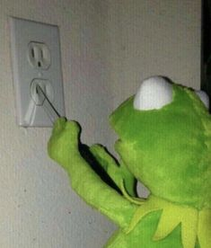 When you run out of pizza rolls - iFunny :) Funny Kermit Memes, Cartoon Memes, Really Funny Memes, Stupid Funny Memes, Funny Relatable Memes, Haha Funny, Reaction Pictures, Funny Pictures, Sapo Meme
