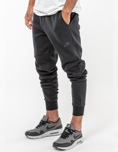 Nike Tech Fleece Trackpants - Black Nike Tech Fleece Men a1683c78b