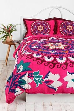 Bright and colorful Boho style bedding! Duvet Covers Urban Outfitters, Mandala Duvet Cover, Deco Boheme, Bed Styling, My New Room, Bed Spreads, My Dream Home, Bedroom Decor, Design Bedroom