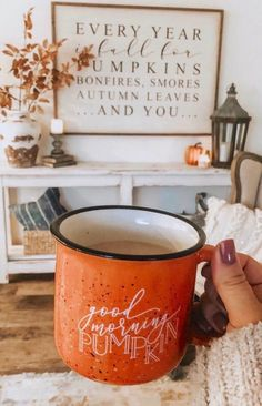 Morning Pumpkin Campfire Mug = Fall Vibes - Pretty Collected Give me all the fall vibes! ❤️ Good Morning Pumpkin campfire mug = pumpkin spice perfectionGive me all the fall vibes! ❤️ Good Morning Pumpkin campfire mug = pumpkin spice perfection Mabon, Samhain, Fall Home Decor, Fall Apartment Decor, Fall Decor Signs, Fall Mantle Decor, Modern Fall Decor, Fall Kitchen Decor, Fall Bedroom Decor