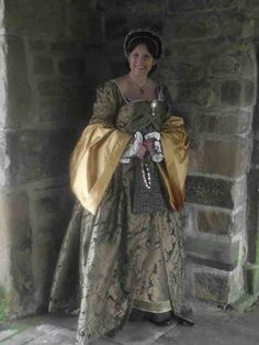 Tudor clothing and how to wear it, a quick blog post I did for potential customers and for people who were making outfits for their kids to wear or themselves