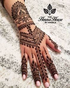 The Royal Desi Bride These henna or Pakistani mehndi designs are perfect for all the 'shashi' out there. All the brides waiting t. Henna Hand Designs, Henna Patterns Hand, Simple Henna Patterns, Pretty Henna Designs, Unique Mehndi Designs, Mehndi Designs For Fingers, Beautiful Mehndi Design, Latest Mehndi Designs, Traditional Henna Designs