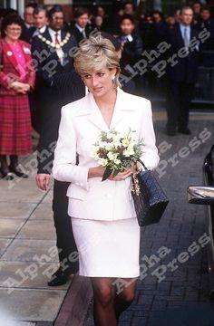 6/3/96 PRINCESS DIANA LEAVING THE NATIONAL HOSPITAL NEUROLOGY IN LONDON