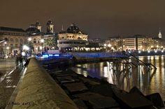 El Naútico y Ayuntamiento de Donosti,desde el puerto.