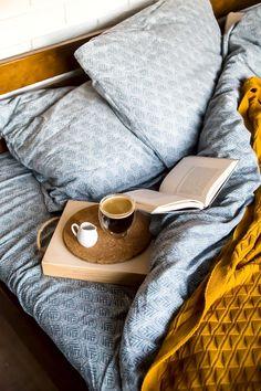 📸 Photo of the week by Vsamarkina. #morning #coffee #books