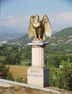 Stèle sur la route Napoléon (à l'entrée sur de Gap)