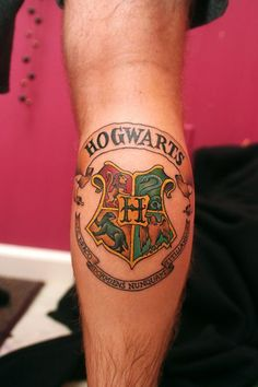 As you all well know by now, I love Harry Potter. I mean, I love Harry Potter. I might love it enough to get a HP tattoo. Crest Tattoo, Hp Tattoo, Get A Tattoo, Tattoo 2015, Tattoo Pics, Tiny Tattoo, Tattoo Flash, Hogwarts Tattoo, Hogwarts Crest