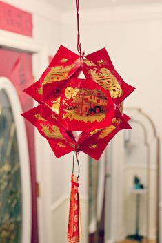 We've been making our  lanterns  for the lantern festival  on Sunday.       I love these lanterns made out of Lai See/Hong Bao. We made the...