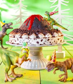 A children's dinosaur birthday with a bubbling lava cake! - Great recipe for dino birthday party cakes. A children's dinosaur birthday with a bubbling lava cake! - Great recipe for dino birthday party cakes. Dinosaur Birthday Cakes, Dinosaur Party, Cake Birthday, Diy Birthday, Birthday Boys, Birthday Ideas, Birthday Cards, Birthday Parties, Volcano Cake