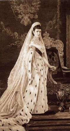 Maria Feodorovna (mother of Tsar Nicholas II) in court dress by Sofia Ivanovna Kramskaya Maria Fjodorowna, Czar Nicolau Ii, Vintage Outfits, Vintage Fashion, Court Dresses, Tsar Nicholas Ii, Royal Court, Royal Families, Royals