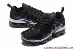 Nike Air Vapormax Tn Plus Black White will be your best choice in this year. This lightweight and comfortable Nike Air Vapormax Tn can help you doing well on the court. Black Nike Trainers, Air Jordan, Nike Kobe, All Black Nikes, Kobe Shoes, Nike Air Max Plus, Triple Black, Nike Air Vapormax, Air Max Sneakers
