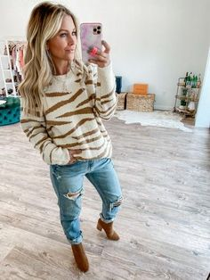 Obsessing over this animal print sweater! Mom Outfits, Best Mom, Mom Style, Everyday Fashion, Hipster, Stylish, Sweaters, Fashion Trends, Maternity Style