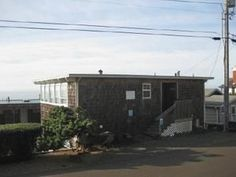 Lincoln City, OR: This charming ocean view units is all on one level for easy accessibility. This condo includes 2 bedrooms, each with a queen bed, and 2 full baths. Th...