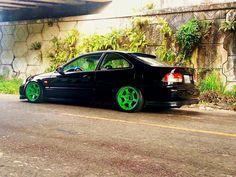Green rims ❤️ 2000 Honda Civic, Honda S, My Dream Car, Dream Cars, Chrysler 300, Import Cars, Car Colors, Subaru, Muscle Cars
