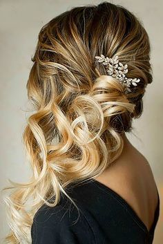 65 Trendy wedding hairstyles to the side curls 65 Trendy . - 65 Trendy wedding hairstyles to the side curls 65 Trendy wedding hairstyles to the side curls - Bridal Hair Side Swept, Side Swept Curls, Wedding Hair Side, Romantic Wedding Hair, Wedding Hair And Makeup, Trendy Wedding, Hair Makeup, Wedding Songs, Wedding Venues