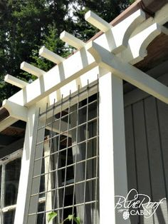 blue roof cabin: DIY Garden Trellis--good set of directions and pretty much exactly what I want for that space next to the window boxes by the shed
