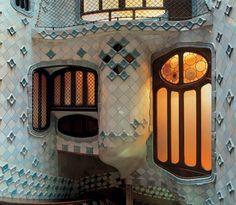 Visitar el museo modernista Casa Batlló de Gaudí en Barcelona.
