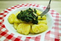 Glutenfreie Gnocchi mit Spinat & Pinienkernen (vegan)