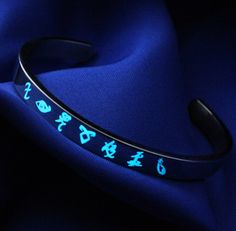 Glow in the Dark Rune Bracelet Stainless by Book Jewelry, Fantasy Jewelry, Cute Jewelry, Clary Et Jace, Shadowhunters Outfit, Fandom Jewelry, Shadowhunters The Mortal Instruments, Magical Jewelry, City Of Bones