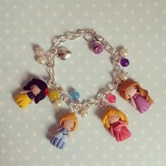 Bracelet à breloques mini-princesses - madame manon. 32€