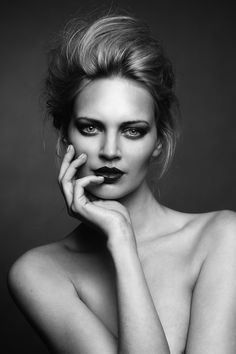 Black and White Portrait Photography: Expert Advice That Helps You Succeed – Black and White Photography Photography Women, Beauty Photography, Portrait Photography, Fashion Photography, Black And White Portraits, Black And White Photography, Foto Face, Modeling Fotografie, Photo Portrait