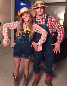 We collect some Halloween Costumes in trend for couples. This post is all about the best Halloween costumes for couples. We collect some Halloween Costumes in trend for couples. This post is all about the best Halloween costumes for couples. Halloween Costumes Scarecrow, Unique Couple Halloween Costumes, Best Couples Costumes, Hallowen Costume, Trendy Halloween, Halloween Outfits, Couple Costumes, Halloween College, Halloween Party