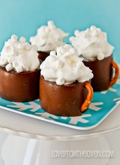 Jell-O Hot Cocoa Pudding Mugs. Little edible hot chocolate cocoa mugs. How darling would this recipe be at a Christmas party or a winter party? Mug Recipes, Baking Recipes, Cookie Recipes, Dessert Recipes, Just Desserts, Delicious Desserts, Yummy Food, Christmas Desserts, Christmas Recipes