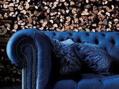 Canapé bleu et bois