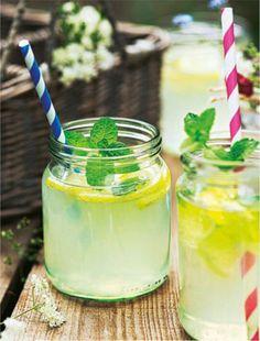 Keine Lust auf herkömmliche Limonade? Dann zaubert euch doch eine ganz eigene Kreation aus Ingwer und Zitrone!