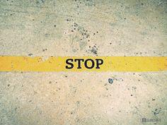 Primeiro, um pé. Depois, o outro. Isso mesmo… Não tenhas medo dos muros que mais não são do que linhas no chão. Amanhã ou depois, falaremos dos outros.