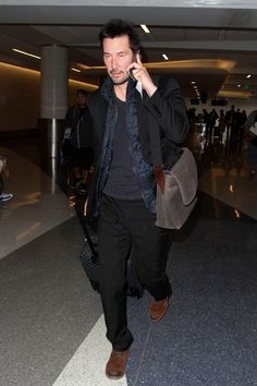 Keanu Reeves Photos - Keanu Reeves seen at LAX. - Keanu Reeves at LAX John Wick Hd, Alex Winter, Face The Music, Drive In Theater, Keanu Reeves, Kai, Hipster, Photos, Hipsters