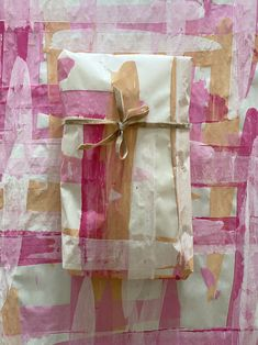 Make your own wrapping paper with butcher paper and tempera paint or watercolors! It's quick and easy and so gorgeous. Craft Projects For Kids, Easy Crafts For Kids, Arts And Crafts Projects, Creative Crafts, Craft Ideas, Tampons En Mousse, Foam Crafts, Diy Crafts, Kids Printmaking