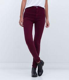 Calça feminina      Modelo cigarrete      Cintura alta      Marca: Blue Steel      Tecido: jeans      Composição: 98% algodão e 2% elastano      Modelo veste tamanho: 36           Medidas da modelo:         Altura: 1,73    Busto: 85    Cintura: 60    Quadril: 90        Veja outras opções de    calças jeans femininas.