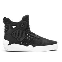 Longtime friend and supporter of SUPRA Footwear, Steve Aoki customized the rugged silhouette of Chad Muska's Skytop IV for a limited edition signature colorway. Composed of waxed suede, the upper has been outfitted with black TPU insets, gunmetal conical studs and signature Aoki Neon Future insoles and hang tags.