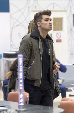 | UNION J JOSH CUTHBERT SPOTTED AT TRAIN STATION WITH GIRLFRIEND CHLOE! | http://www.boybands.co.uk