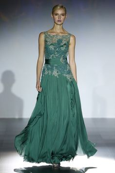 - Foto 1 - Patricia Avendaño 2016 - TELVA.com Iconic Dresses, Gala Dresses, Stunning Dresses, Beautiful Gowns, Elegant Dresses, Pretty Dresses, Beautiful Outfits, Formal Dresses, Vestidos Deb
